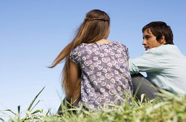 az érzelmi visszaélés jelei a randevú kapcsolatban