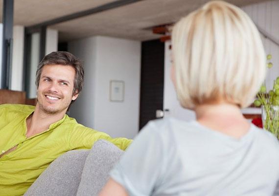 Ha beszélgetés közben sokat és mélyen a szemedbe néz, biztos lehetsz benne, hogy nem vesz félvállról.