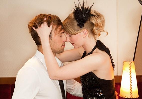 Habár a férfiak szeretik, ha kiszámítható vagy, azért nem árt az érdeklődésüket némi titokzatossággal fenntartani. Légy néha kiszámíthatatlan és meglepő, így nem alszik ki a láng!