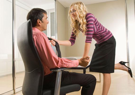 Bár sokan vagánynak tartják a rámenős viselkedést, a legtöbb férfi inkább menekül attól a nőtől, aki fel akarja őt szedni.