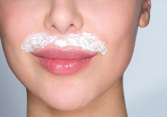 A szőrszálak nem csak az arcon nem kívánatos vendégek.