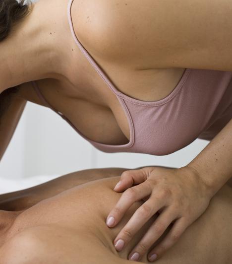 Mellkas  A férfi melle és mellbimbója is érzékeny terület. Simogathatod a kezeddel vagy cirógathatod az ujjaiddal, de a nyelveddel is körüljárhatod - a hatás biztosan nem marad el.