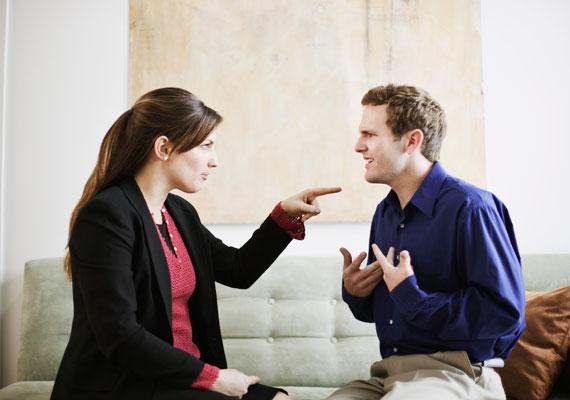 A folytonos kritizálás könnyen elhidegítheti a feleket egymástól.