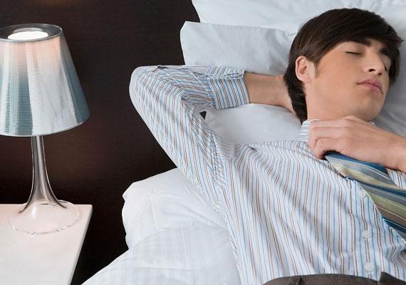 Ha a férfi sokat alszik, az elsősorban azt jelenti, hogy fontos számára az egyensúly az életében, és nem áldozza fel az egészségét a tevékenység oltárán. A kóros aluszékonyság azonban depresszióról árulkodhat.