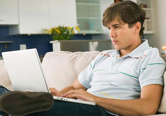 Ha a férfi a számítógépes vagy online játékok megszállottja, nem kizárt, hogy igyekszik menekülni a valódi kapcsolatok elől.