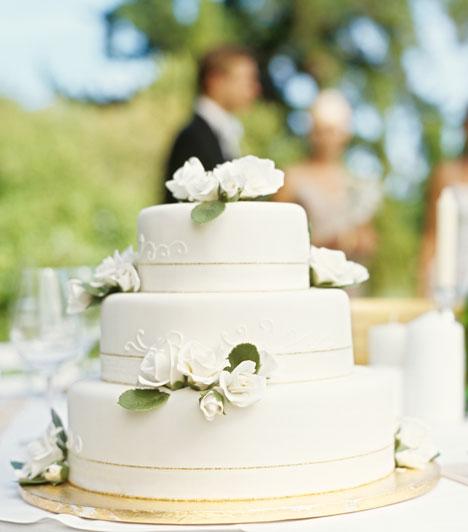 Torta  Az esküvői torta a bőség és termékenység jelképe. Akkor se hagyd ki, ha nem vagy éppen édesszájú.
