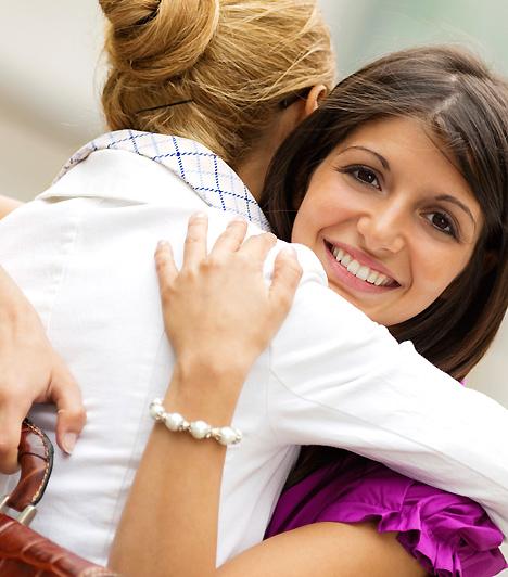 Anyás percek  Ha szeretnéd a kapcsolatodat is megóvni, de az édesanyáddal való szoros kontaktust sem akarod megszakítani, szánj időt arra, hogy olykor csak kettesben csináljatok valamit.  Kapcsolódó cikk: Huszonéves fiatalok anyu szoknyája mögött - Mi az a kapunyitási pánik? »