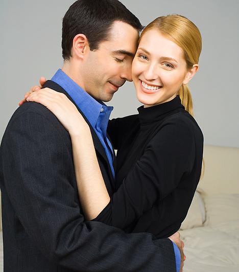 Intim pillanatok  A szülők is fontosak, de a kettőtök közötti intimitás még inkább! Ne hagyd, hogy a nemi életetekre is rányomja a bélyegét az anyai elvárások halmaza, végtére is, a párod az, akivel immár új életet kezdhetsz.  Kapcsolódó cikk: 4 sztereotípia az anyósról, ami nem igaz »