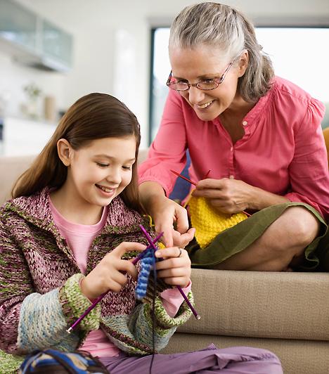 Unokanevelés  Konfliktusokhoz vezethet az is, ha az édesanyák más nevelési elveket vallanak, mint amelyek szerint ti szeretnétek igazgatni csemetétek életét. Bár a nagyszülői kényeztetést valószínűleg nem tudod elkerülni, azt, hogy mikor szoktatod bilire, illetve mikor engeded egyedül bicajozni, te döntsd el!