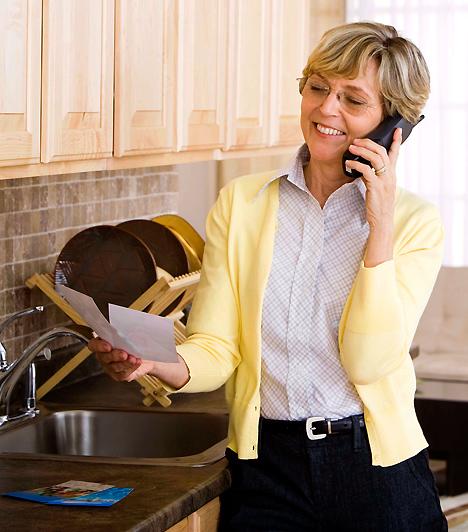 Ha kell egy recept...  Bár sok fejfájást is okozhatnak, az anyák, anyósok nem csak problémásak lehetnek. Amennyiben házi praktikára, főzési tippekre van szükséged például, biztosan számíthatsz a segítségükre. Hiszen a háztartás terén a tapasztalatuknak köszönhetően minden bizonnyal van pár jó ötletük, és ha segíthetnek, az nekik is örömet szerez.