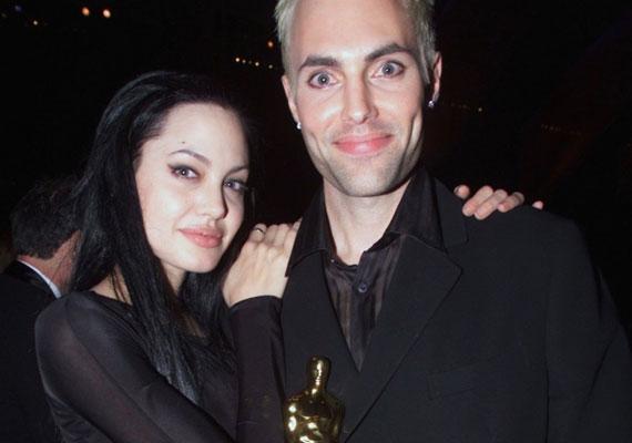 Angelina Jolie a 2000-es Oscar-díjátadón nyomott csókot bátyja szájára, és adott szárnyat a róluk szóló pletykáknak.