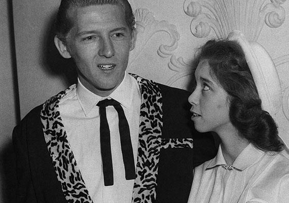 Jerry Lee Lewis amerikai zongorista 23 évesen vette feleségül unokahúgát, az akkor 13 éves Myra Gale Brownt.