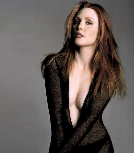 Julianne MooreAz elefántcsont bőrű visszafogott színésznőről kevesen gondolnák, hogy a szemérmesség legkisebb jele nélkül felvállalja bájait. A tanú teste című filmben fülledt szexjelenete még a főszereplő, Madonna tündöklését is elhomályosítja.