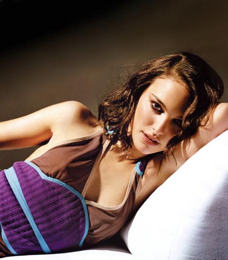 Natalie PortmanA visszafogott lány sem riadt vissza a buja kihívástól. Wes Anderson rövidfilmjében, a Holtel Chevalier-ban röpke erotikus látogatást tesz Jason Schwartzman lakosztályába, ami a 2007-es év legszebb meztelen jelenete lett. A karakterek Anderson későbbi filmjébe, az Utazás Darjeelingbe is bekerültek.Kapcsolódó cikk:Hollywood legszebb színésznői kopaszon »