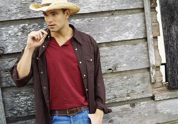 A cowboy-póz az egyik legárulkodóbb gesztus. Ilyenkor a hüvelykujja az övében vagy a zsebében van.