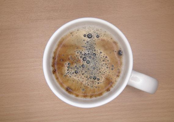 Lehet, hogy ha munka után találkoztok, kávéval tuningolod magad, de ne adagold túl a koffeint. Egy idő után elálmosodsz tőle, vagy épp heves vegetatív tüneteket produkálhatsz.