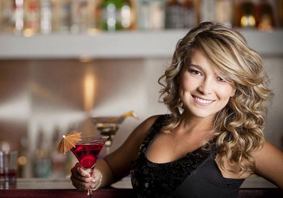 Ugyanígy nem a legjobb ötlet, ha néhány korty alkohollal próbálod oldani a feszültséget még a találkozó előtt. Egyrészt érződni fog rajtad, másrészt hamarabb elvesztheted a kontrollt.