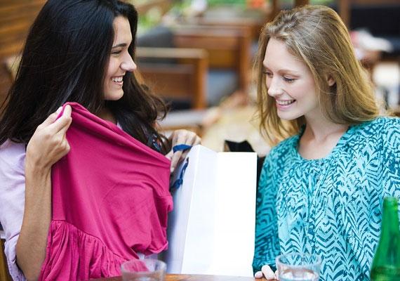 Lehetőleg ne az első randin avasd fel az új ruhád, mert kiderülhet, hogy mégsem olyan kényelmes, mutatós, amilyennek a próbafülkében tűnt. Inkább válassz egy jól bevált szettet.