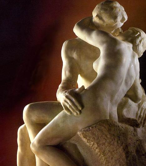 Rodin: A csókRodin alkotása az impresszionista szobrászat egyik legszebb darabja, ihletője a művész akkori szeretője és tanítványa, Camille Claudel. A 19. században már a legtöbb művészeti ágban nyíltan ábrázolták az erotikát. A csók azonban a természetes testiség mellett gyengéd érzelmessége miatt jelentős.