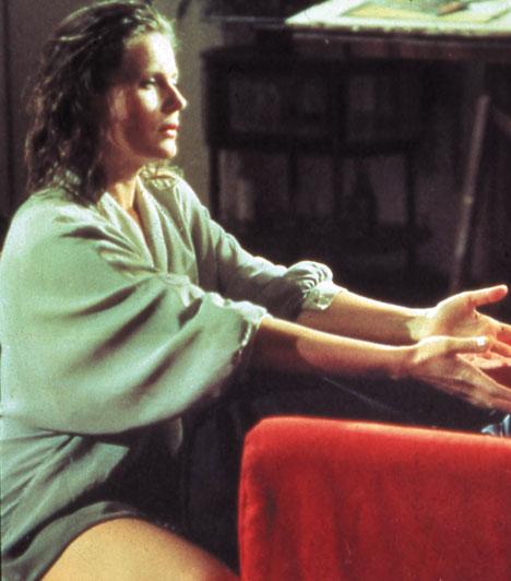 Rövidfilm a szerelemről  Az 1988-ban készült lengyel filmdráma Tomek, a fiatal fiú és a nála idősebb szembeszomszédja, Magda bontakozó kapcsolatának története, mely úgy indul, hogy a fiú távcsővel figyeli a nő mindennapjait.  Kapcsolódó cikk: 15 csúnya, de vérforralóan szexi pasi »