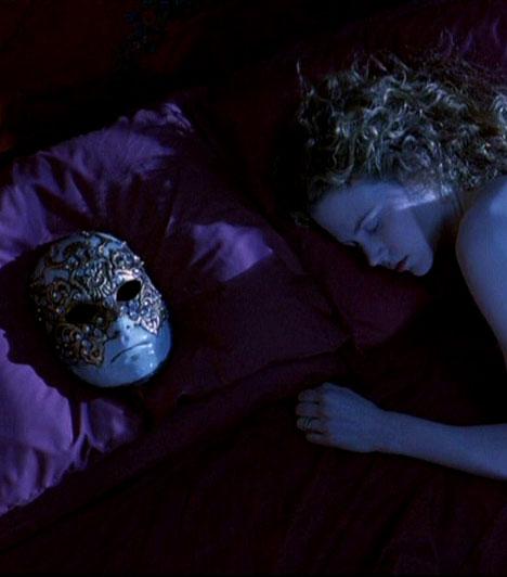 Tágra zárt szemekStanley Kubrick 1999-es filmjében, a Tágra zárt szemekben egy házaspár bonyolódik egyre vadabb érzéki kalandokba. A főszerepet Nicole Kidman és Tom Cruise játszotta.