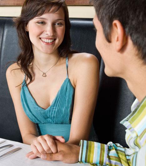 Érintés  Az érintés nemcsak a közvetlenség jele, vagy a figyelemfelhívás eszköze lehet, de van, aki bizalmaskodó gesztusnak értékeli, éppen, mert gyakran a személyes határokat feszegeti. A flörtben a férfi számára ez az első szexuális gesztus - ami gyakran viszonzást követel.