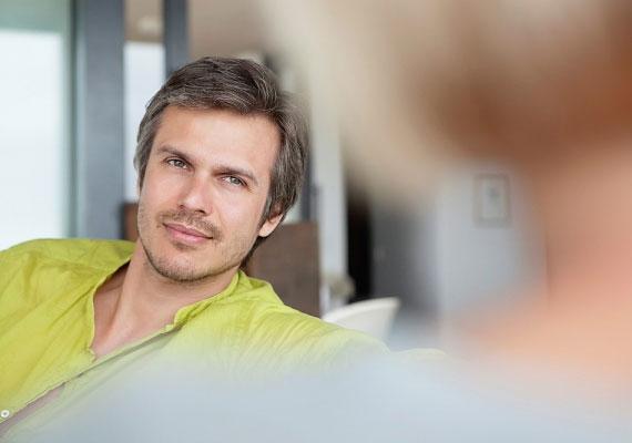 Míg egy nő átlagosan 12 másodpercig, egy férfi általában 3 másodpercig tartja a szemkontaktust.