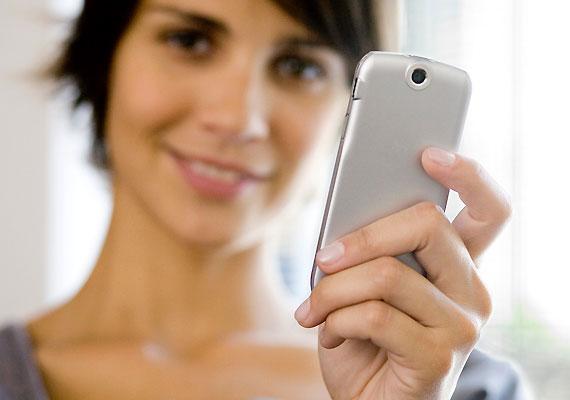 Könnyen távolságot teremthetsz, ha percenként ellenőrzöd a telefonod, és hosszú hívásokat fogadsz.