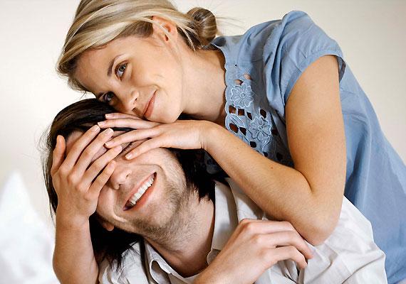Az érintés a nők számára természetesebb, a férfi gyakran előjátékot lát benne.
