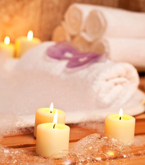 Végy fürdőt!                         Marokkói szokás, hogy az esküvő előtt a menyasszonyt tejben megfürdetik, így testileg-lelkileg megtisztulva köthet házasságot. Amerikában ennek a hagyománynak egy kevésbé hosszadalmas rituáléja van, itt a menyasszonynak az esküvő előtt kezet és arcot kell mosnia, így ugyanis megszabadulhat a múlt démonaitól és a régi szerelmek emlékeitől is.
