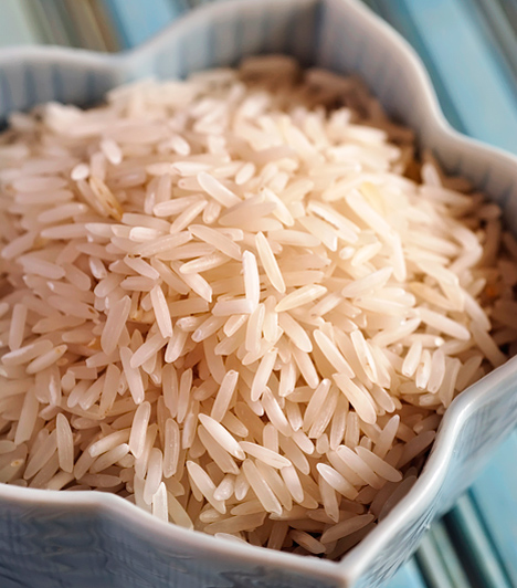 Rizsszórás                         Nem meglepő módon a rizsszórás ceremóniája Ázsiából származik. Azért szokás az ifjú párra rizst - vagy például Csehországban borsót - dobálni, mert ez a termékenységet és a bőséget jelképezi.