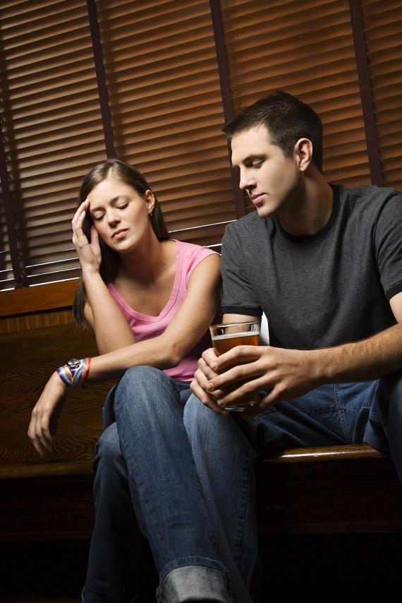 Ha a férfi kihasznál minden alkalmat, hogy akár egy pillanatra is lopva hozzád érjen, kétségtelenül tetszel neki. Ez a legkönnyebben észrevehető jel, hiszen téged is bevon a játékba, ha tehát te is vonzónak találod, használd ki az alkalmat, és diktáld te a tempót!