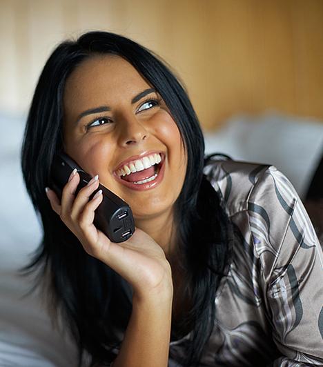 TelefonszexBár a legtöbb pasi előszeretettel fantáziál a vonal túlsó végén búgó szexi női hangról, a rosszul időzített telefonszex kínos helyzeteket eredményezhet. Éppen ezért, ha párod ezen vágyát valóra szeretnéd váltani, próbálkozz inkább SMS-el!