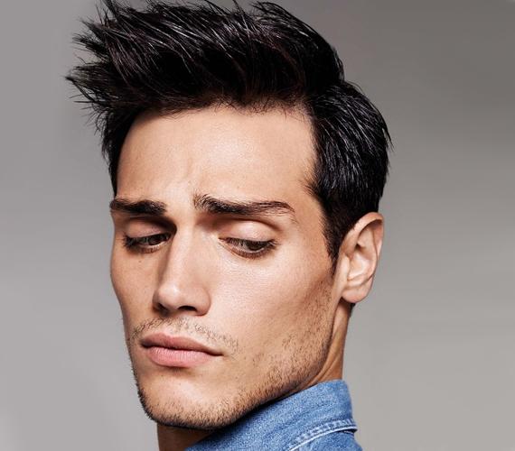 Ha a férfi hajáról messziről ordít, hogy háromnegyed óráig készíti reggelente, az nem egyszerű igényességre, hanem sajnos némi narcisztikus hajlamra is enged következtetni. Az ilyen frizurát választó férfi könnyen lehet, hogy mással nem, csupán magával szeret foglalkozni, tehát nem feltétlenül bizonyul a legjobb választásnak.