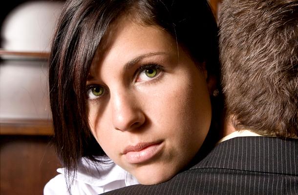 10 módon tudod, hogy egy férfival randevúzol, nem fiúval