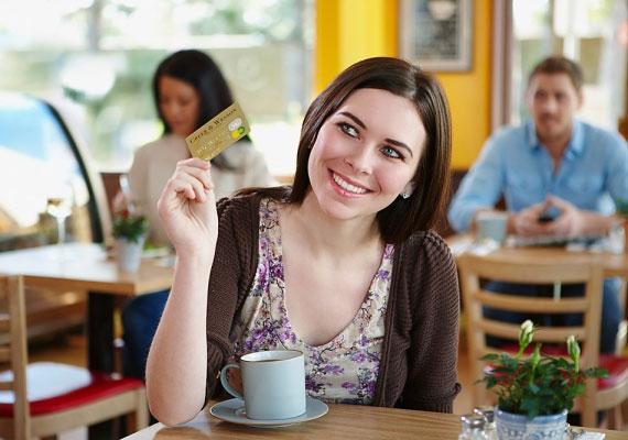 Ha nem hív meg, vagy nem ajánlja fel, hogy ő fizet a kávézóban, szintén ne számíts tőle udvarlásra.