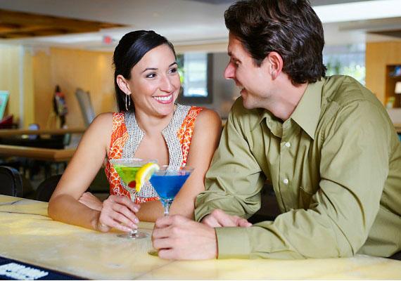 TükörképHa bejössz a férfinak, a randin valószínűleg fel fogja venni ugyanazt a pózt, vagy annak a tükörképét, amiben te vagy.