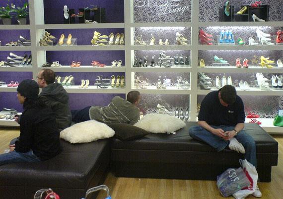 Nőicipő-bolt: ki itt belépsz, hagyj fel minden reménnyel...
