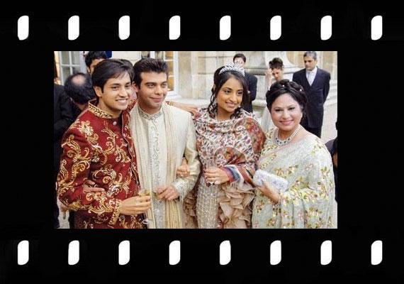 A prímet azonban egy másik indiai származású pár, Vanisha Mittal és Amit Bhatia esküvője viszi. Ők 78 millió dollárt költöttek 2004-ben, az összegbe bőven belefért a versailles-i kastély kibérlése.