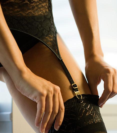 HarisnyatartóEgy igazi hálószobai szettből nem hiányozhat a csipkés harisnyatartó sem: válassz a harisnyádhoz és a fehérneműdhöz illőt, de ne feledd, ha csupa vörösben vagy, kellemes kontrasztot teremthet egy huncut fekete!Kapcsolódó cikk:4 buja szexjáték, vibrátor és péniszgyűrű nélkül »