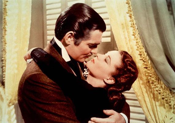 Clark Gable és Vivien Leigh szenvedélyes jelenete az 1939-as Elfújta a szélben.