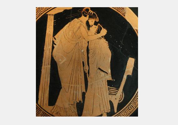 Az egyik első fennmaradt csókjelenet egy görög vázán látható, amelyet az i. e. 5. században készített a Briszéisz-festőnek nevezett alkotó.