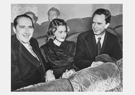 Ingrid Bergman Petter Lindströmmel - jobbra - való házassága alatt jött össze Roberto Rossellini - balra - olasz filmrendezővel, aki később a férje lett.