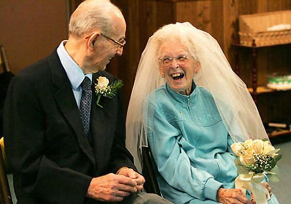 Alton (91) és Betty (84) a nyugdíjasotthon falai közt szerettek egymásba.