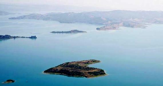 A törökországi Adana városa mellett található ez a sziget.