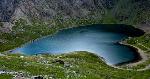 Észak-Walesben található a Glaslyn, ami kék tavat jelent.