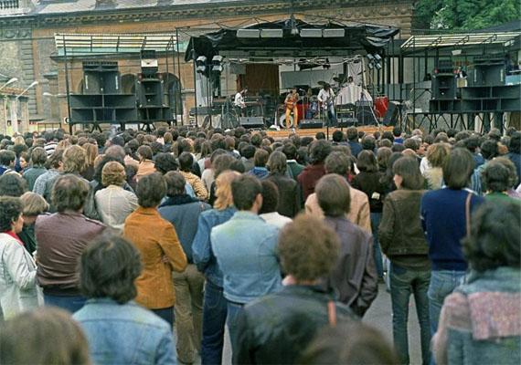 A '60-as, '70-es években a Moszkva étterem, a Gellért, a Casino és az Európa nevű mindaddig közkedvelt szórakozóhelyeket lassanként az Ifipark váltotta kedvenc szórakozóhelyként a fővárosban a kikapcsolódásra és ismerkedésre vágyó fiataloknak. Ez a hely volt a favorit egészen 1984-ig.Ifipark, 1980