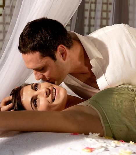 Izgató csók  A keleti tanok úgy tartják, hogy az ajkak közvetlen összeköttetésben állnak a nemi szervekkel, ezért olyan izgató a csók. Akár igaz ez, akár nem, az tagadhatatlan, hogy egy forró csóknak nagy hatása van: használd ki te is!