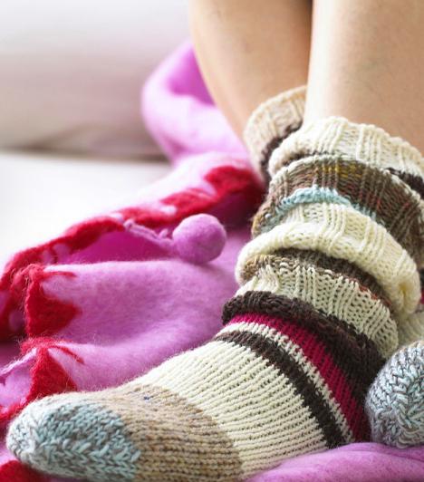 Zokni  A jó öreg szex zokniban problémakör, amit már annyian és annyiszor átrágtak. Csakhogy, itt a fordulat: lehet, hogy azoknak van igaza, akik zokniban bújnak ágyba - legalábbis a nőknek bizonyosan. Kutatás bizonyította ugyanis, hogy ha a nőnek nem fázik a lába szex közben, 80 százalékkal nő az esélye, hogy eljusson a csúcsra.