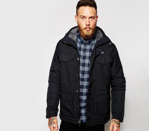Egyszerű, de nagyszerű, nagy zsebes kabátot visel? A férfi praktikus gondolkodású lehet, öltözködésében is erre, kevésbé a feltűnésre vagy a divatra koncentrálhat. Kapcsolatában az egyenes beszéd híve lehet, nem szereti a drámát, és inkább a megoldást keresi, semmint problémázzon. Megbízható, hűséges típus lehet.